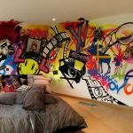 Оформление стен в спальне с помощью граффити