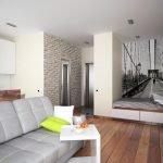 Серый диван с подушками
