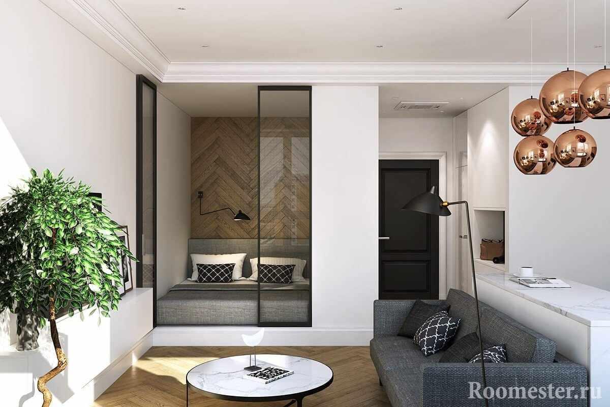 Кровать в нише за стеклянными перегородками