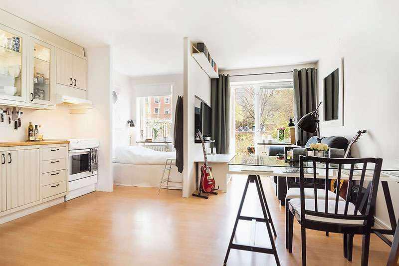 Светлая цветовая палитра в интерьере квартиры-студии 26 кв м