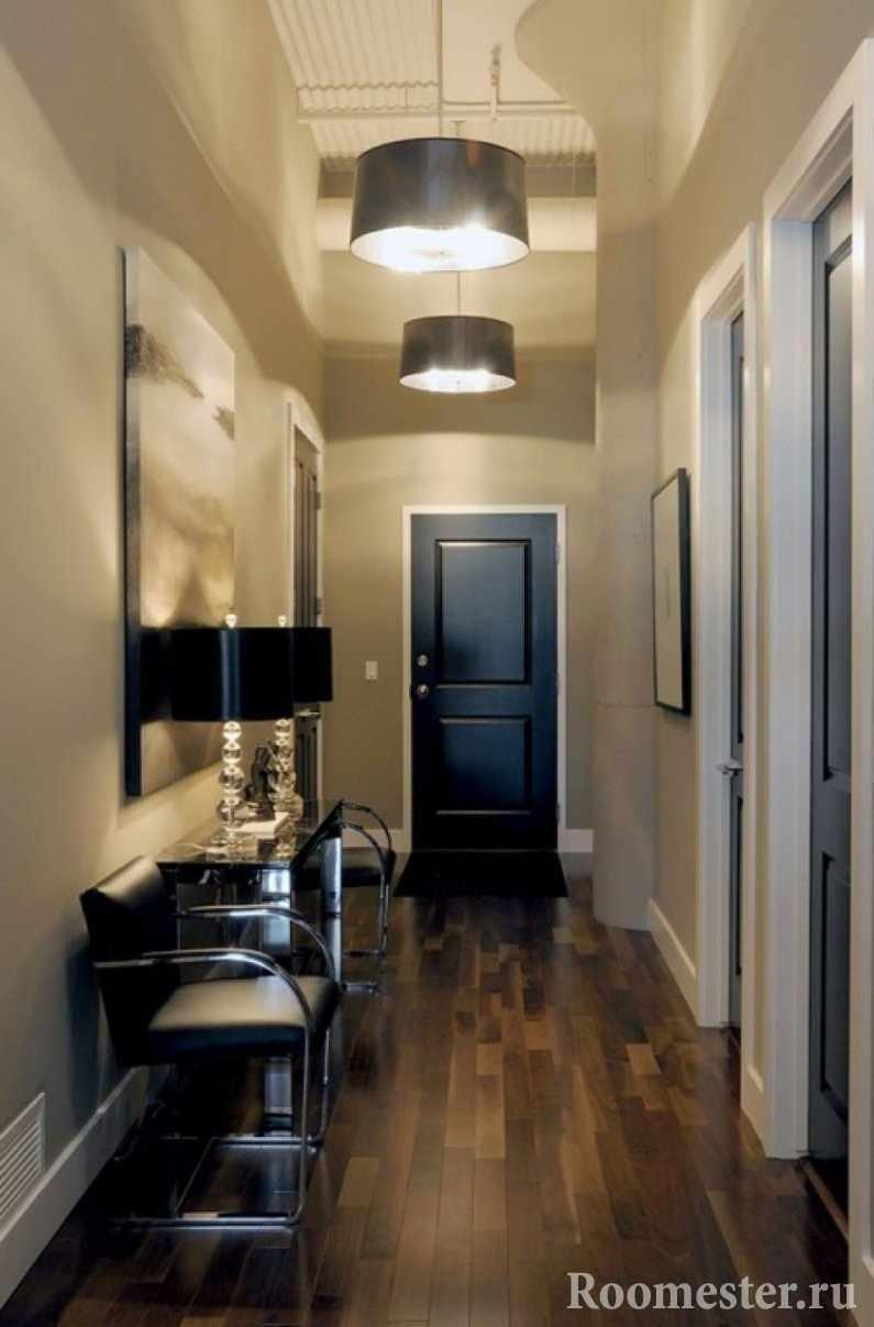Современный дизайн узкой прихожей с длинным коридором