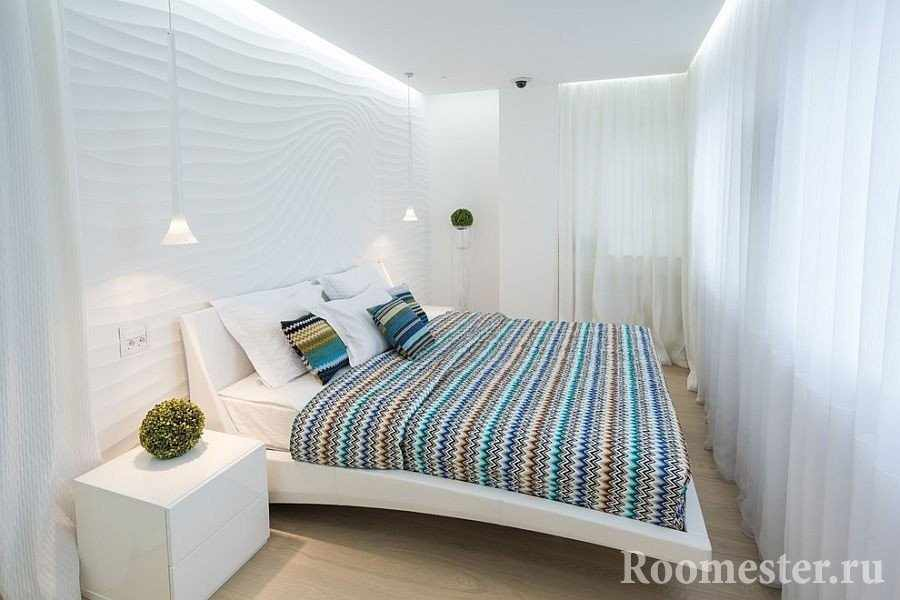 Белый цвет спальни расширяет пространство