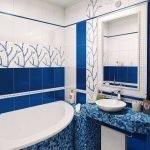 Цвет индиго в дизайне ванной