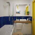 Желтая дверь в ванной