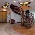 Лестница с резными узорами