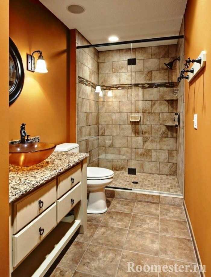 Оранжевые стены и плитка под старину