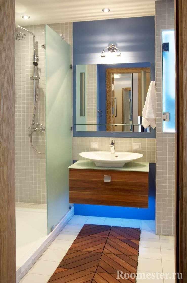Декоративная подложка из дерева в ванной