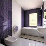 Темная плитка в ванной с окном