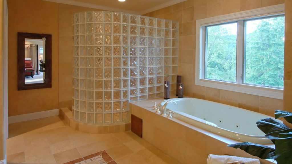 Окно над ванной