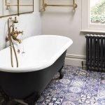 Классическая ванна в черном цвете