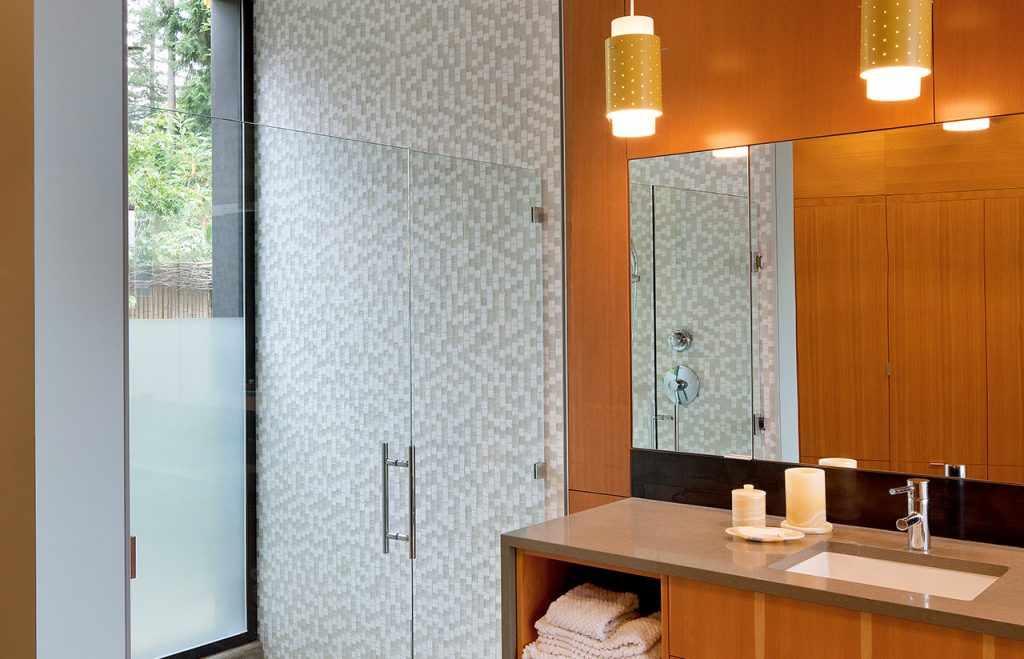 Мраморное покрытие в ванной