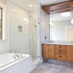 Деревянная мебель в ванной