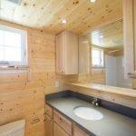 Декор ванной комнаты деревом