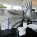 Оформление ванны металлическим профнастилом
