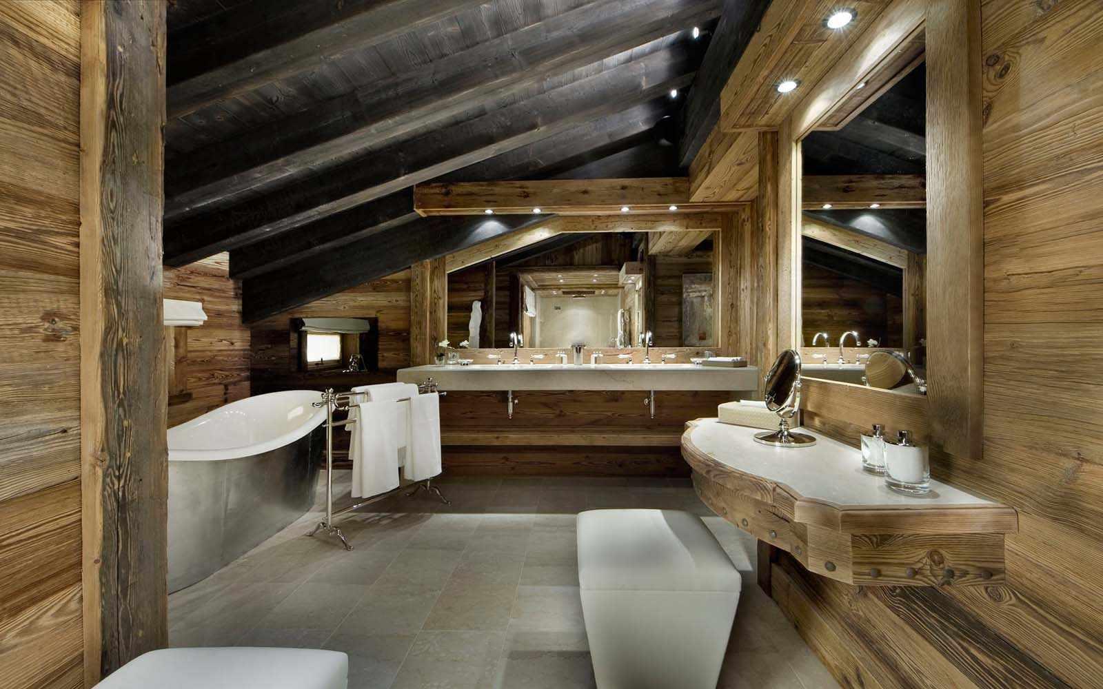 Сантехника в ванной в деревянном доме