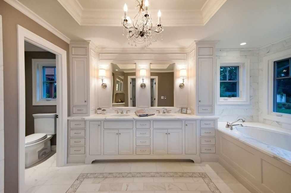 Многоуровневый потолок в ванной в классическом стиле