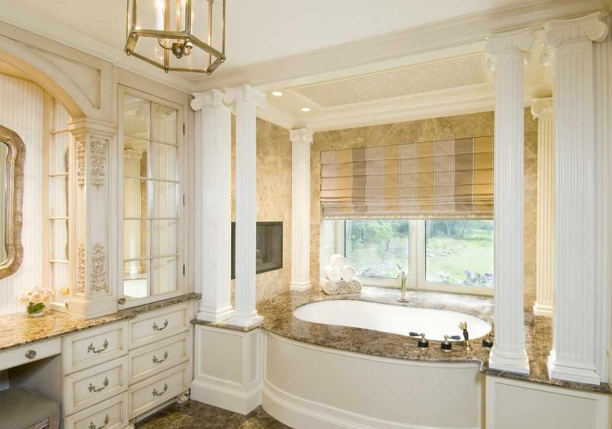 Светлые тона в интерьере ванной в классическом стиле