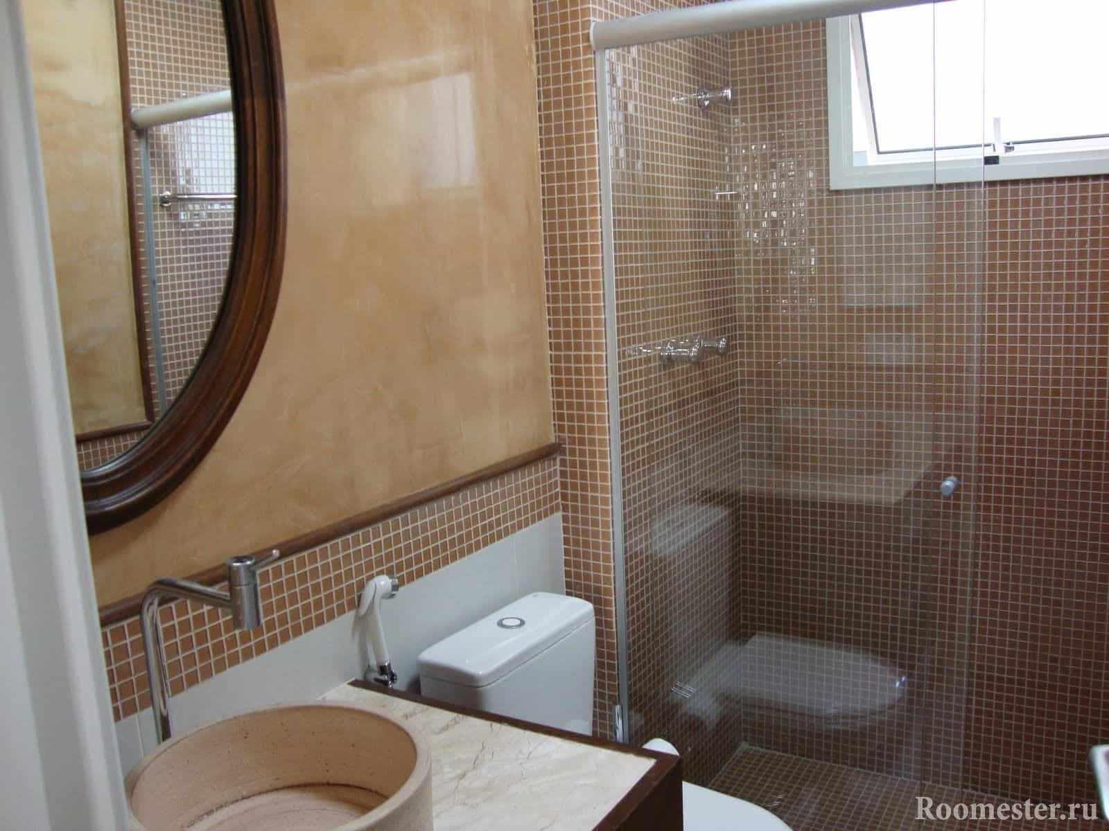 Мозаика популярна в отделке ванной комнаты в панельном доме