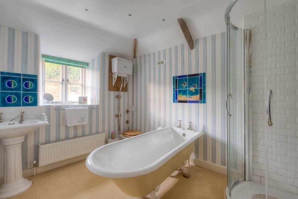 Панели в полоску в ванной