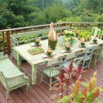 Фисташковая мебель на террасе