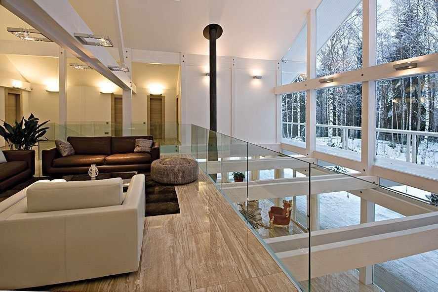 Одно из преимуществ второго света в интерьере - освещение сразу двух этажей