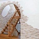 Лестница с аркой