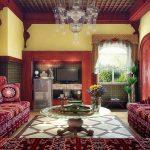 Столик и диваны в гостиной