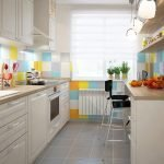 Разноцветная плитка на кухне