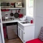 Кухня с одним окном