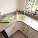 Ламинат на полу кухни
