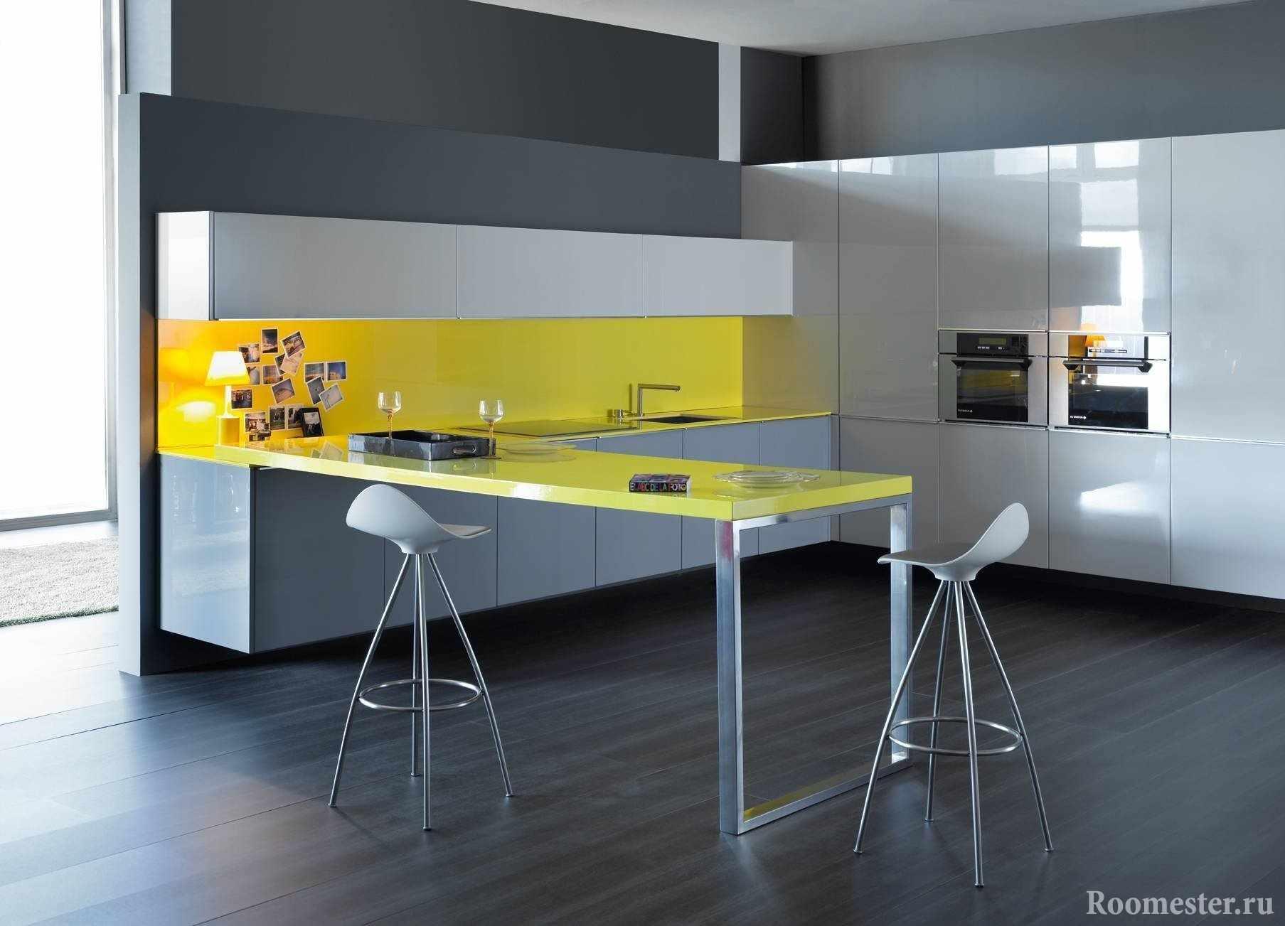 Желто-серый дизайн кухни