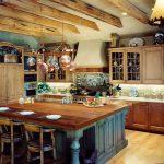 Балки в интерьере кухни
