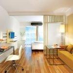 Рабочее место и зона отдыха в комнате