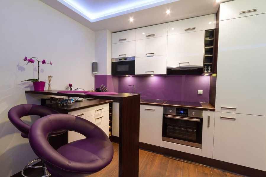 Дизайн фиолетовой кухни в стиле модерн