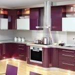 Стильный дизайн фиолетовой кухни для квартиры