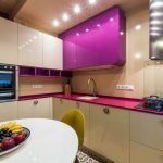 Дизайн фиолетовой кухни с подсветкой