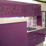 Дизайн маленькой фиолетовой кухни