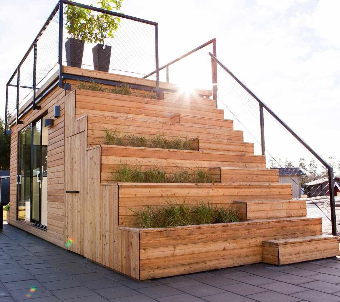 Дом из контейнеров с наружной лестницей