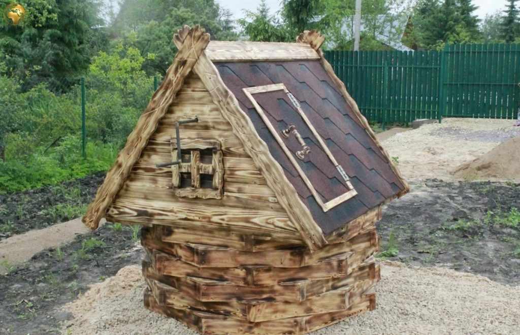 Колодец с домиком из дерева