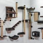 Игровой комплекс для кошки, прикрепленный на стене