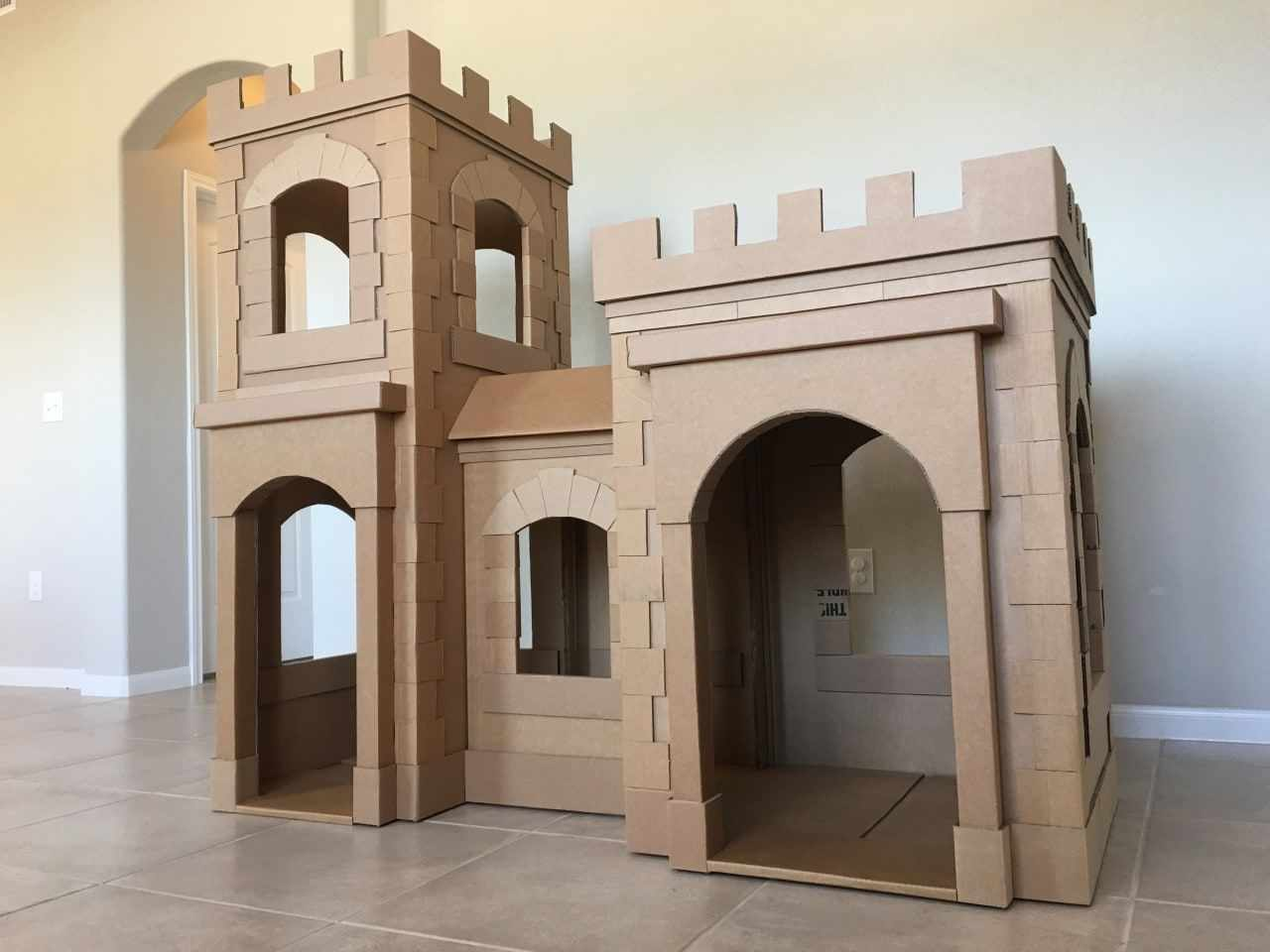 Замок из картона