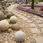 Дорожка из натурального камня на даче