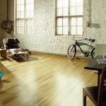 Велосипед у стена