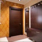 Двери венге в коридоре