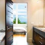 Двери венге в ванной комнате