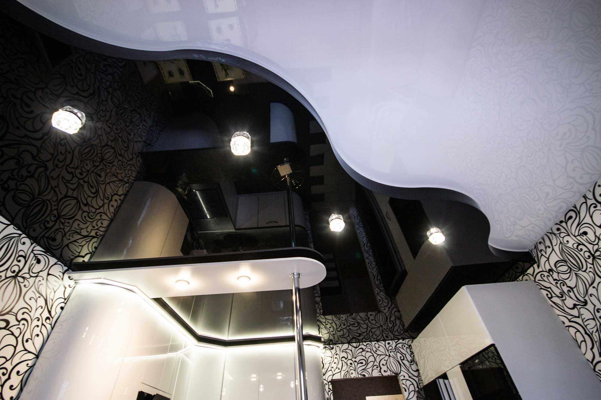 Двухуровневый потолок с освещением