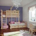 Детская комната с деревянной двухэтажной кроватью