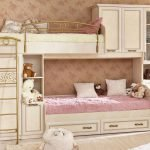 Розово-бежевая детская с двухъярусной кроватью