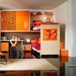 Комната в оранжевом цвете