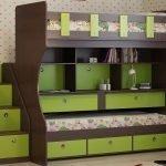 Двухэтажная кровать в зелено-коричневом цвете